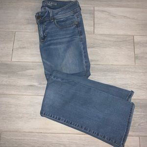 WOMENS SIZE 8 AMERICAN EAGLE JEANS